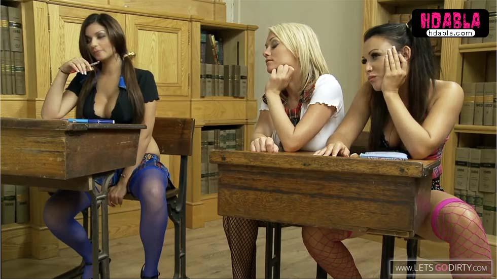 Liseli lezbiyenler dildoyla parti yapıyor