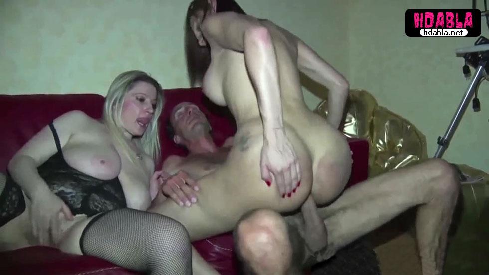 Adam travestiye sokuyor oda olgun kadına tren yapıyorlar orgy