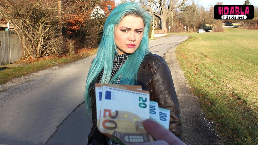 Turkuaz saçlı fahişe bu paraya bir posta vurdururum diyor