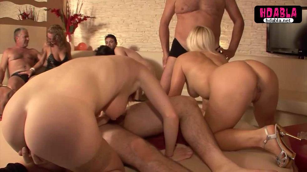 Olgun bayanlarla swinger seks partisi orgy izle