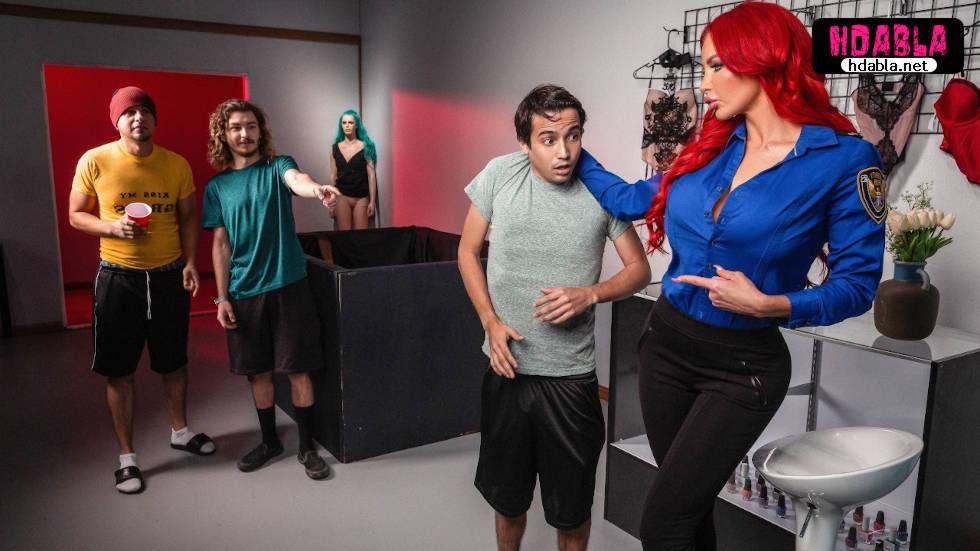 Girdikleri iç çamaşırı dükkanında kızıl saçlı bekçiye yakalandılar