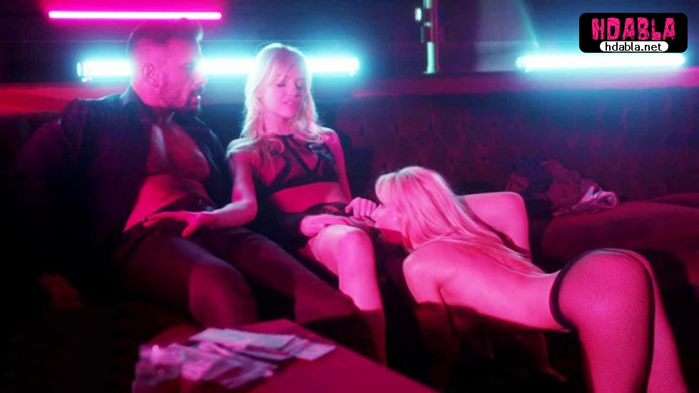 Paranın kokusunu alan striptizci kızlar zengin adamı kaz gibi yoldu