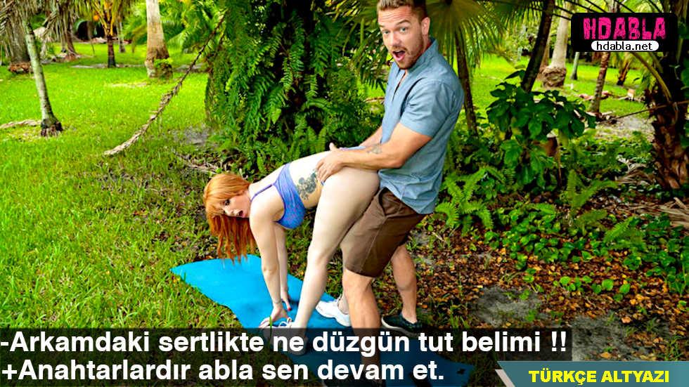 Parkta spor yapan evli milf vücudunu esnetirken yardım istedi