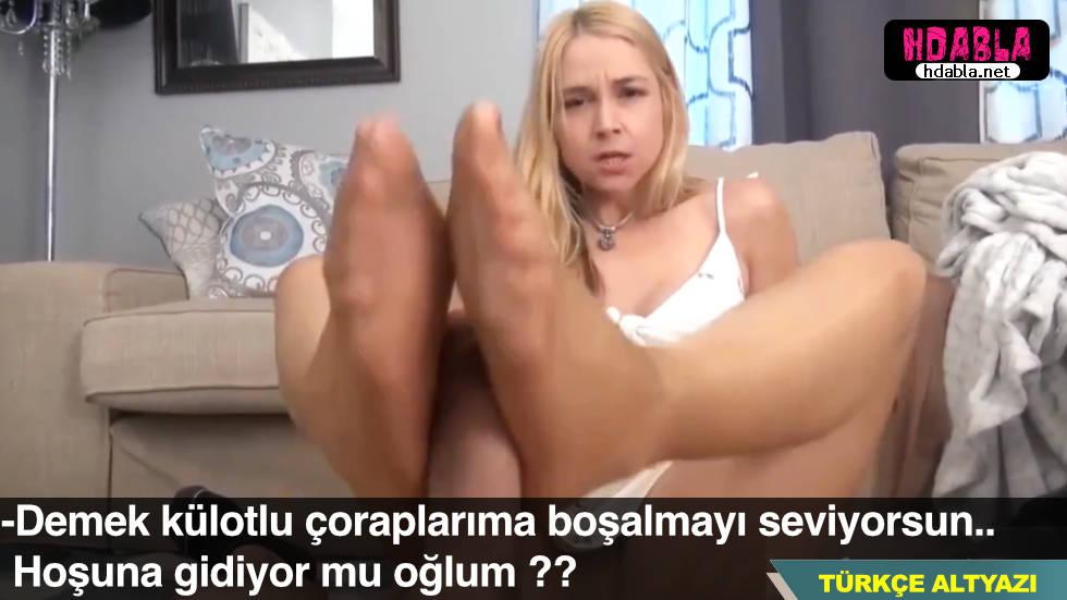 Ayak fetişi olan oğlunu ayaklarıyla boşaltan anne pornosu