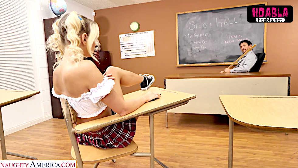 Saygısız lise öğrencisi hocanın karşısında bacak bacak üstüne attı