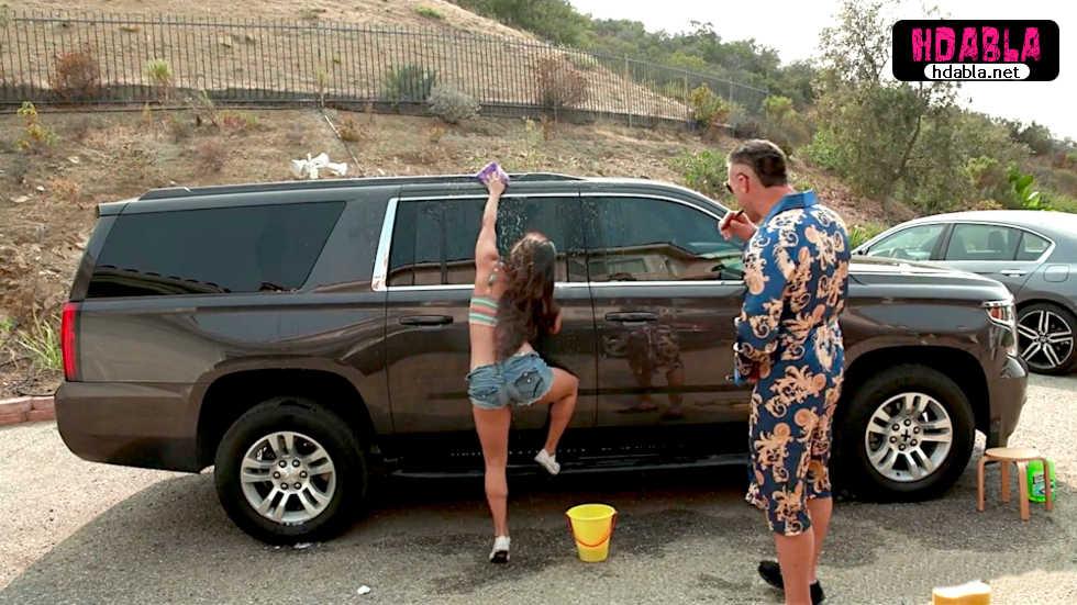 Yanında çalışan küçük kıza büyük arabasını yıkattı götü izledi