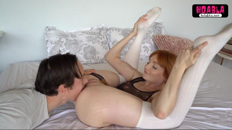 Beyaz çorap giyen yollu kızıl sürtük fetişe doyamıyor