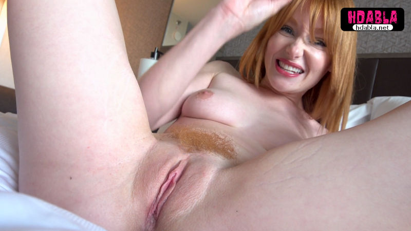 Kızıl saçlı sevgilim orgazm olurken videoya çektim fantezi