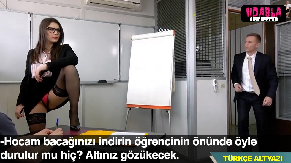 Bayan öğretmen sınıfta öğrencisine kur yaparken müdüre yakalandı