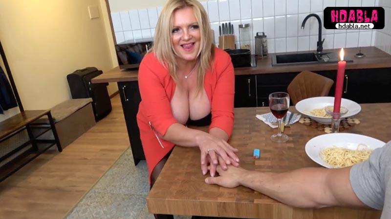 Şişman mature escortla önce romantik yemek yedi birlikte oldu