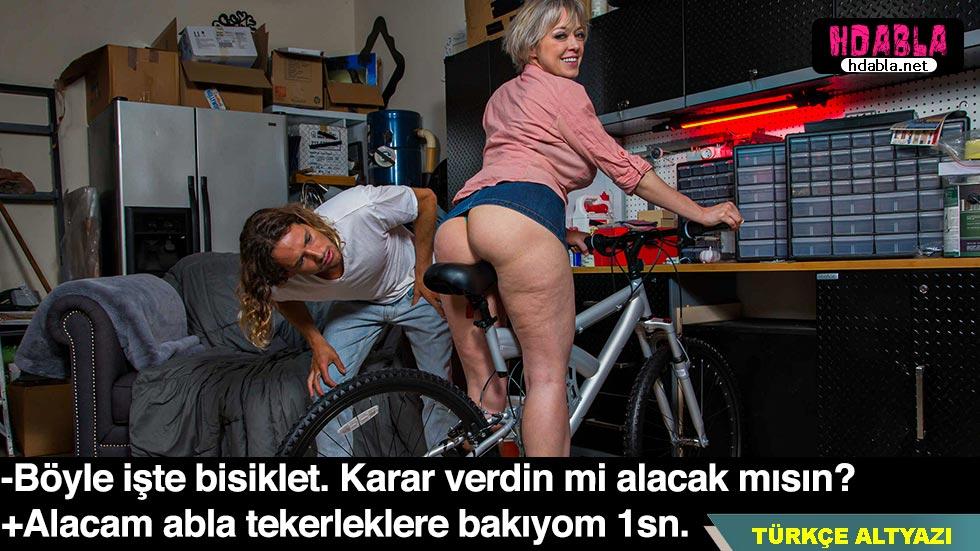Evli kadın kocasının bisikletini satıyor Almaya gelen gence veriyor