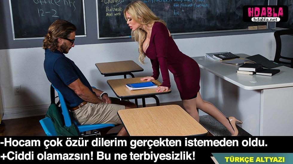 Öğretmenimin dekoltesi yüzünden derste istemeden sikim kalktı