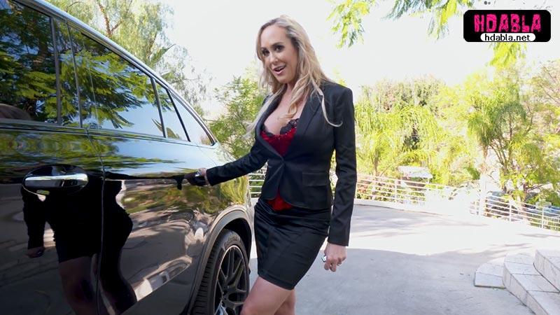 Olgun kadın Zengin erkeğe nasıl araba satacağını iyi biliyor