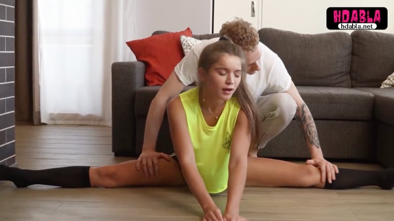 Ablam taytla spor yaparken bacaklarını esnetmemi istedi