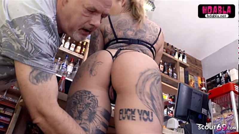 Kel tekelci dayı Bira almaya gelen dövmeli kıza dükkanda çakıyor