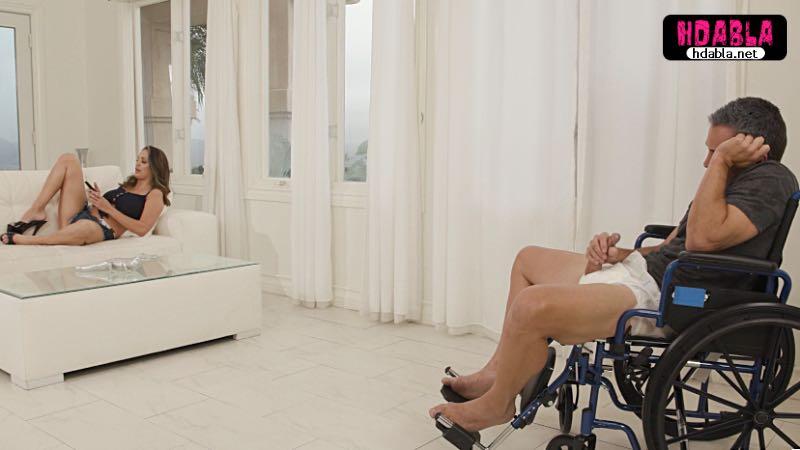 Sapık baba tekerlekli sandalyede kızına bakarak çavuşu tokatladı